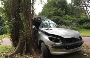 Falleció joven que días atrás estrelló su coche contra un árbol en barrio Marly