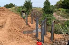 Continúan trabajando en tubería de 600m.m. de OSE que tiene a miles de usuarios sin agua potable