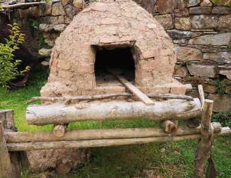 Pura tradición en el Cuartel de Dragones de Maldonado: un horno de barro