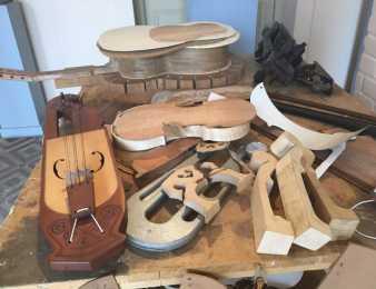 En el museo García Uriburu de Maldonado, nacen finos instrumentos personalizados