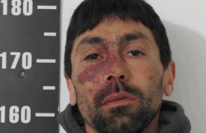 Detuvieron a delincuente en el interior de un coche del que había robado efectos