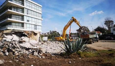 Maquinaria de la IDM demolió construcción lindera al edificio Delamar donde se construirá hotel